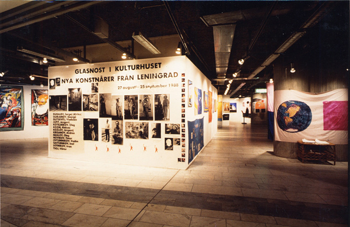 Kulturhuset, The New from Leningrad 1988, general view of the exhbition. On the left: paintings by Evgenij Kozlov. On the right, on the column: painting by Oleg Kotelnikov